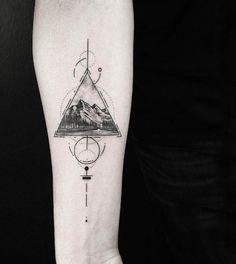 Tricep Tattoos, Side Tattoos, All Tattoos, Sleeve Tattoos, Tattoos For Guys, Tattoos For Women, Geometric Tattoos Men, Modern Tattoos, Calf Tattoo Men