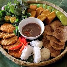 Bun dau mam tom is include cold noodle, fry tofu, fry pork , vegetable and fish sause. It is real lcal food and special local taste Vietnamese Restaurant, Vietnamese Cuisine, Vietnamese Recipes, Asian Recipes, Healthy Recipes, Ethnic Recipes, Rice Vermicelli, Fried Pork, Food Platters