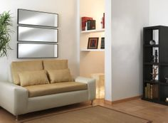 Discreta decoración, estilo único con un piso laminado claro.