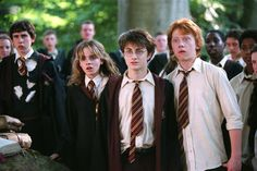 Alfred Enoch, Rupert Grint, Matthew Lewis, Daniel Radcliffe, and Emma Watson in Harry Potter and the Prisoner of Azkaban Harry Potter World, Arte Do Harry Potter, Harry Potter Cosplay, Harry Potter Characters, Harry Potter Universal, Harry James Potter, Harry And Hermione, Harry Potter Ron Weasley, Hermione Granger
