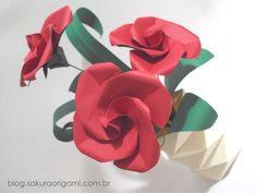 Arranjo de flores de origami para decoração de festa: centro de mesa - Sakura Origami Ateliê http://blog.sakuraorigami.com.br/2015/03/arranjo-de-flores-de-origami-para.html