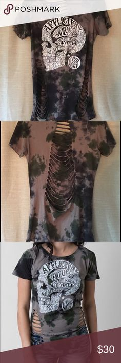 Affliction t-shirt Affliction Live Fast Camo t-shirt! Only worn once! Has great detail! Affliction Tops Tees - Short Sleeve