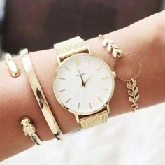 Gold watch with pretty gold accessories Cute Jewelry, Jewelry Box, Jewelry Watches, Gold Jewelry, Hippie Jewelry, Tribal Jewelry, Women Jewelry, Women's Accessories, Ring Verlobung