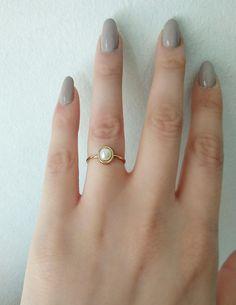 Womens Jewelry Rings, Pearl Jewelry, Jewelery, Pearl Bracelets, Pearl Necklaces, Jewelry Necklaces, Pearl Ring Design, Gold Ring Designs, Gold Jewelry Simple