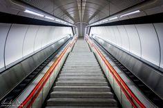 Wien: Die Ästhetik der U-Bahn - Reiseblog von Christian Öser U Bahn, Railroad Tracks, Stairs, Central Station, Places, Architecture, Stairway, Staircases, Ladders