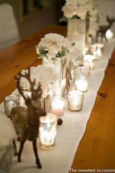 Chemin de table pour les fêtes de fin d'année proposé par The Sweetest Occasion Plus d'idées déco sur le site