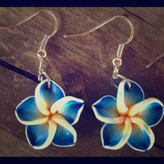 🎉HP 9/28🎉 Blue Hawaiian Flower Earrings These cute little earrings are brand new! They're handmade from polymer clay and are roughly the size of a penny. Check out my closet for more colors and other coordinating jewelry! Jewelry Earrings