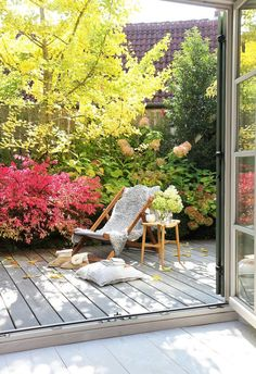 The most beautiful living and decoration ideas from October - Balcony Houses In France, Outdoor Living Rooms, Rooftop Garden, Outdoor Furniture Sets, Outdoor Decor, Autumn Garden, Small Gardens, Garden Inspiration, Beautiful Decoration