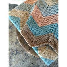 Kit couverture chevron.  Recevez le fil (100% laine) nécessaire ainsi que le patron pour confectionner cette magnifique couverture.  Livraison gratuite et rapide au Canada