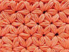 Crochet tutorial that teaches you how to do the Jasmine Stitch. This crochet stitch uses puff stitches to create a star stitch or flower stitch. Crochet Tutorial, Crochet Diy, Crochet Amigurumi, Crochet Motifs, Crochet Instructions, Crochet Stitches Patterns, Knitting Patterns, Diy Tutorial, Crochet Star Stitch