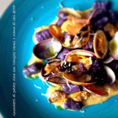 Gnocchetti di patate viola con Vongole Veraci e crema di ceci alessandra rugeri