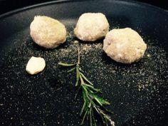 Polpette di farro e kamut ripiene di prosciutto crudo e profumate al rosmarino, Ricetta da PentagrammiDiFarina - Petitchef