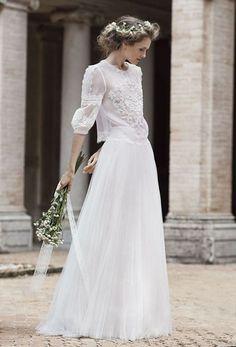 Une robe de mariée plissée
