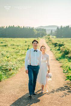 안녕하세요. 컨셉웨딩촬영 '멜로우톤스냅' 입니다. 'Natural & Vintage wedding'을 모티브로 일생의 단 한번뿐인 두분만의 소중한 추억을 더욱 아름답고 특별하게 만들어드리겠습니다.