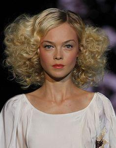 Multi-texture runway curls