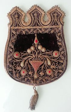 18TH CENTURY EMBROIDERED GOLD AND VELVET PURSE OR BAG - RARE AND BEAUTIFUL