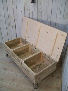 Crate Furniture, Diy Pallet Furniture, Furniture Projects, Diy Wood Projects, Wood Crafts, Diy Rangement, Palette Diy, Pallet Creations, Diy Storage