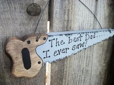 Dad Saw Sign The Best Dad I Ever Saw Fathers Day Wood Dad Sign. In my case I might need to have a table saw. (For those who know what happened its funny) LOL Diy Father's Day Gifts, Father's Day Diy, Daddy Gifts, Gifts For Dad, Daddy Day, Great Father, Father Father, Father Sday, Old Tools