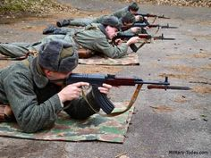 Czech soldiers practicing with Vz 58 rifles with mounted bayonet Military Camouflage, Military Art, Military History, Native American History, American Civil War, British History, Women In History, Ancient History, Warsaw Pact