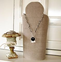 Necklace stand DIY - Easy and fun to make and easy to customize.