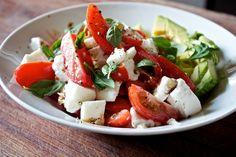 Tomat- og mozzarellasalat med avocado