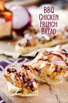 BBQ Chicken French Bread is a chewy french bread topped with BBQ chicken, red onions and melted cheddar for an amazingly simple and delicious appetizer recipe or dinner idea. Food Recipes For Dinner, Food Recipes Keto Yummy Appetizers, Appetizer Recipes, Snack Recipes, Dessert Recipes, Ham Recipes, Bread Recipes, Yummy Recipes, Diet Recipes, Salsa Verde