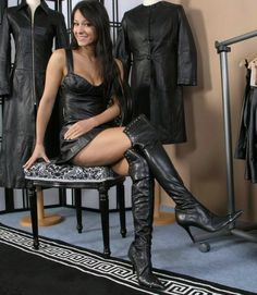 Pussy in sexy boots Leather Fashion, Fashion Boots, Sexy Stiefel, Black Thigh High Boots, Leder Outfits, Leather Dresses, Leather Skirts, Sexy Boots, Foto E Video