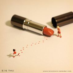Trail of Lipstick People Photography, Macro Photography, Creative Photography, Minis, Photo Macro, Deco Cool, Miniature Calendar, Miniature Photography, Tiny World