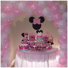 Minnie Mouse Party Table and Pink and White Balloon Arch by The Bling Factor! Minnie Mouse Birthday Decorations, Minnie Mouse Balloons, Minnie Mouse Theme Party, Minnie Mouse First Birthday, Mickey Mouse Baby Shower, Second Birthday Ideas, 1st Birthday Girls, Birthday Parties, Winter Onederland Party Girl 1st Birthdays