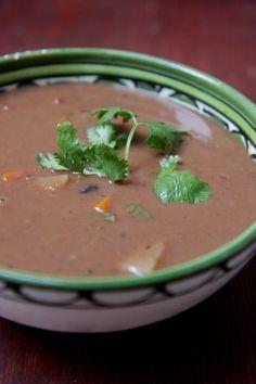 sopa de feijão preto com legumes
