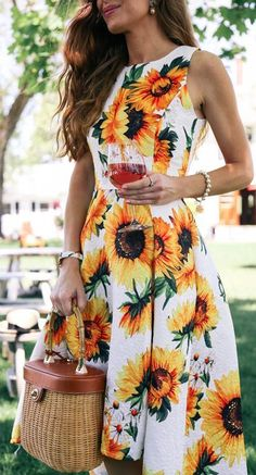 Flower power is the next wave so get on it and snag this spring-ready waterfall dress with sunflowers sweetly dispersed throughout. Sprightly Sunflower Jacquard Waterfall Dress featured by Enchanting Elegance Beautiful styleing dress 🌻🌻 Summer Outfits, Cute Outfits, Summer Dresses, Pretty Dresses, Beautiful Dresses, Jw Mode, Sunflower Dress, Sunflower Print, Mode Chic