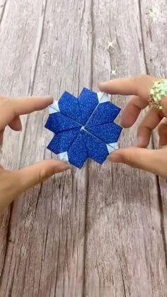Instruções Origami, Easy Origami Flower, Origami Swan, Origami Videos, Paper Crafts Origami, Origami Flowers, Origami Airplane, Heart Origami, Origami Butterfly