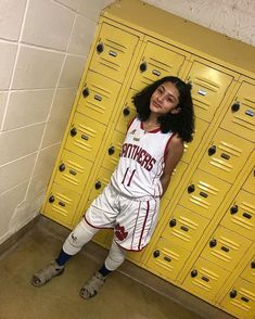 Basketball Pictures, Sports Pictures, Girls Basketball, Basketball Dress, Basketball Outfits, Soccer, Lesbian Outfits, Girl Outfits, Cute Outfits