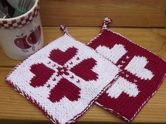 I recently got into double knitting, where you make two stockinette surfaces at once in two different colors, and while I've been meaning to make a double knit potholder for a while, I haven&…