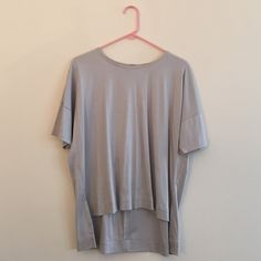 Madewell Oversized Top Cute oversized madewell top. Size is xs but is meant to be oversized so would be good for a s or m. Pleated detail in back. Madewell Tops