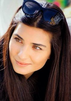 This picture is one of my favorite pictures of Tuba. It is from the Turkish series KARA PARA ASK, Divas, Actrices Hollywood, Turkish Beauty, Hair Affair, Girls Dpz, Turkish Actors, Turkish People, Portraits, Beauty Women