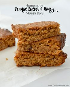 Homemade Peanut Butter and Honey Muesli Bars. A chewy bar that make s great snack! Both regular and Thermomix instructions included. Thermomix Desserts, Easy Desserts, Delicious Desserts, Dessert Recipes, Bar Recipes, Chef Recipes, Baking Recipes, Muesli Slice, Breakfast