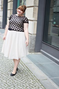7fc35e4b87769 Curvy is Sexy    Plus Size Outfit with a chiffon midi skirt and polkadot top