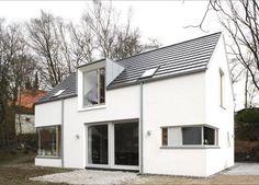 Einfamilienhaus mit klarer Formgebung und Details sowie vielfältigen inneren Raumbeziehungen