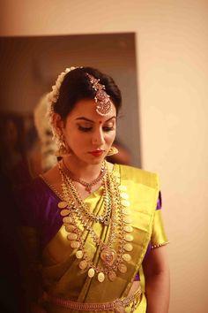 Beautiful indian girls in saree Photos Elegant Indian Sari Click Visit link above for more options Kerala Bride, Hindu Bride, South Indian Bride, Indian Bridal Outfits, Bride Portrait, Bridal Beauty, Bridal Makeup, Saree Wedding, Bridal Sarees