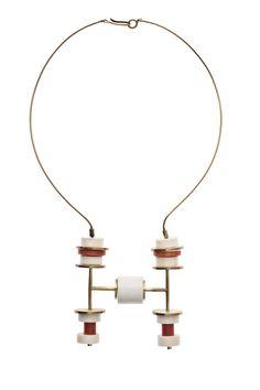 Ettore Sottsass - Italie, 1961 ( Walter de Mario fabricant ) - collier or, ivoire, corail Jewelry Art, Vintage Jewelry, Jewelry Accessories, Handmade Jewelry, Jewelry Necklaces, Bijoux Design, Jewelry Design, Art Deco Paris, Centre De Documentation