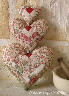 These are very cleverly quilted hearts! Quilting Projects, Sewing Projects, Projects To Try, Valentine Heart, Valentines, Valentine Crafts, I Love Heart, Mini Heart, Felt Pincushions