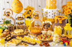 Tokyo's Summer Buffet: Paradise of honey & cheese in a hotel ~. Donut Tower, Chocolate Fountains, Desert Fashion, Cupcakes, Las Vegas Hotels, Eat To Live, Food Art, First Birthdays, Catering