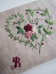刺繍のフラットポーチ(バラ) 2x