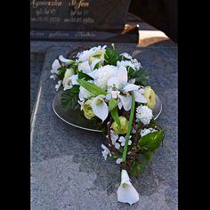 Easy Burlap Wreath, Diy Wreath, Wreaths, Funeral Flower Arrangements, Funeral Flowers, Funeral Urns, Cremation Urns, Arte Floral, Without Makeup