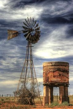 make your own farmhouse windmill decor 21 Farm Windmill, Windmill Decor, Country Barns, Country Life, Old Windmills, Country Scenes, Le Far West, Water Tower, Old Farm