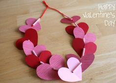 Heart Leis Valentine Heart Leis - A simple kids' craft for Valentine's Day that can be work to school!Valentine Heart Leis - A simple kids' craft for Valentine's Day that can be work to school! Preschool Valentine Crafts, Kinder Valentines, Valentines Bricolage, Valentines Day Activities, Valentines Day Hearts, Valentines Diy, Valentine Heart, Printable Valentine, Valentine Wreath