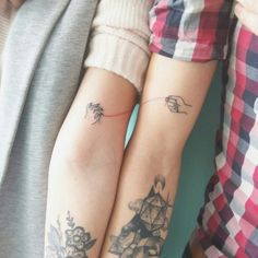 18 small tattoos for couples truly in love! You'll find inspiration for small matching tattoos for couples, creative ideas, and unique designs! Mini Tattoos, Trendy Tattoos, Unique Tattoos, Body Art Tattoos, Tribal Tattoos, Small Tattoos, Tattoos For Guys, Tattoos For Women, Tatoos