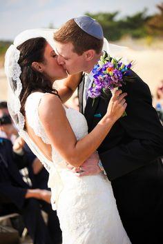 Destination Jewish Wedding in Rehoboth Beach {Tiffany Caldwell Photography} - mazelmoments.com