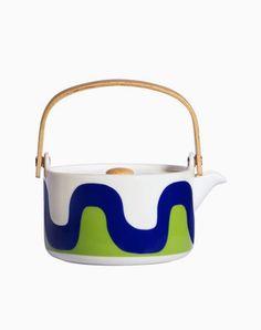 'Oiva Seireeni' teapot - Marimekko for Finnair: Marimekko's classic prints originally created by Maija Isola in the 1950s and 1960s.
